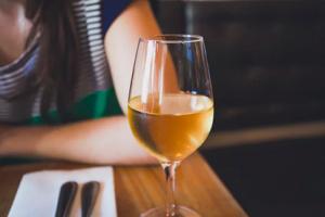 Hoe lang kun je witte wijn bewaren na openen?